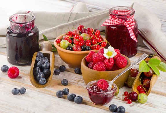 Различные ягоды прекрасно дополнят друг друга в варенье. Фото с сайта eda.myfeed.info